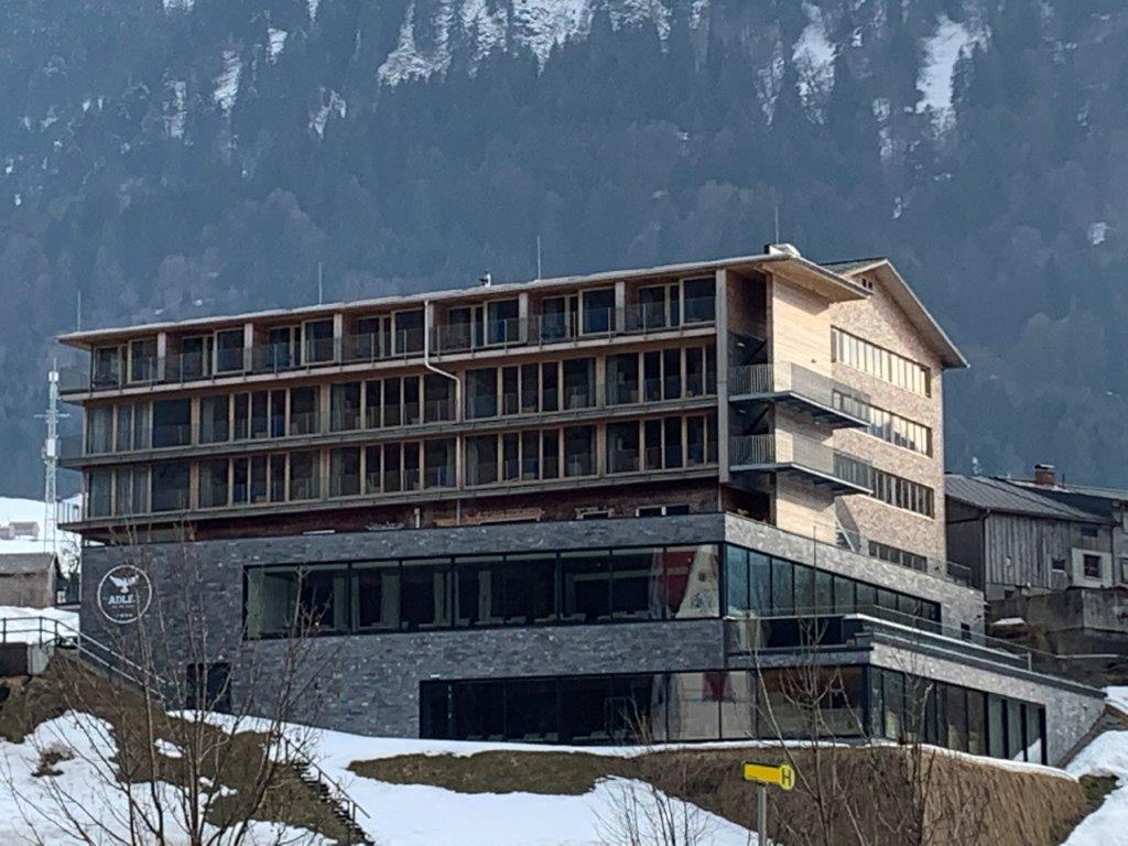 Hotel Adler, Au